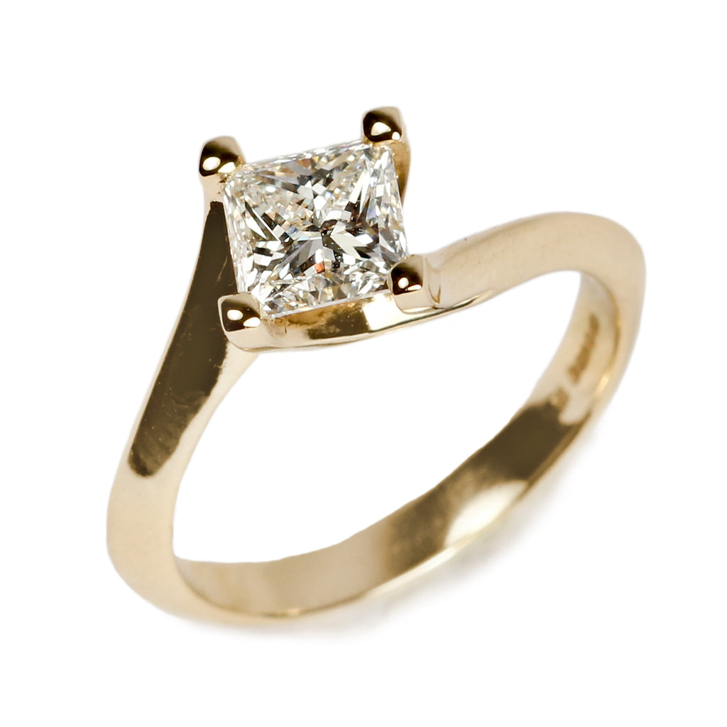 Bespoke princess cut diamond in 18ct yellow gold