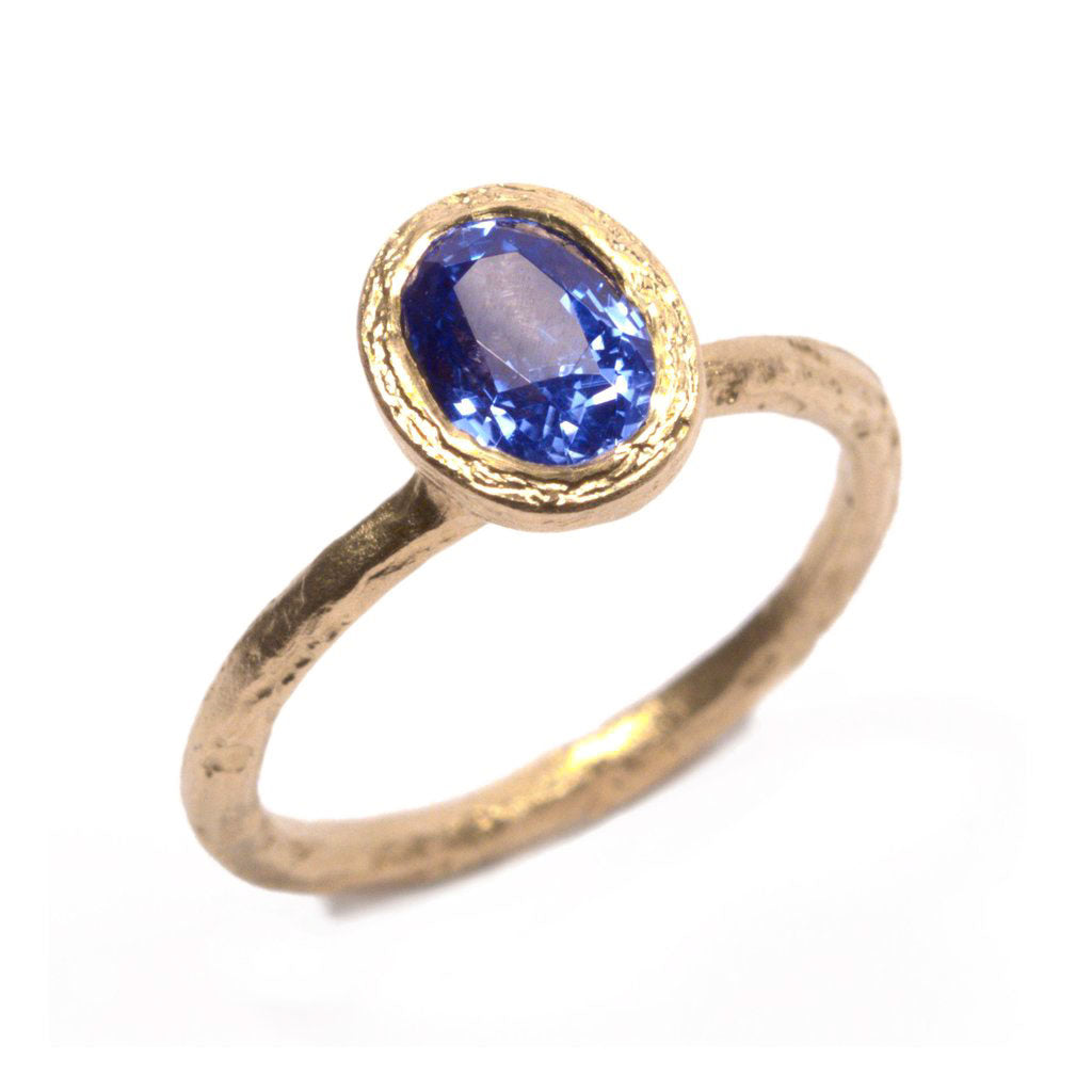 Cornflower Blue, Oval Sapphire and 18ct Yellow Gold Ring