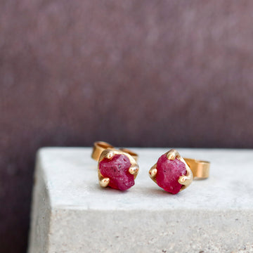 18ct Yellow Gold Ear Studs with rough cut rubies