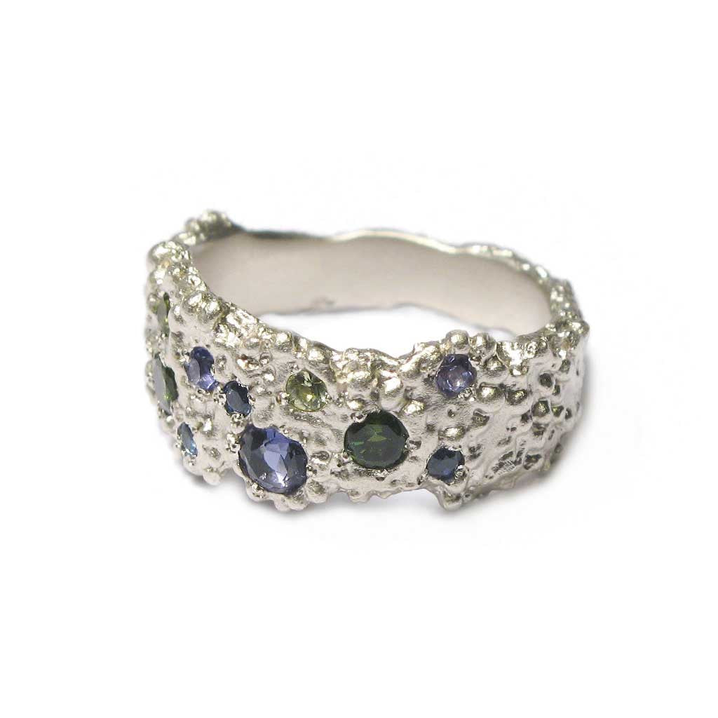 Diana Porter Jewellery bespoke commission sapphire and white gold etched ring