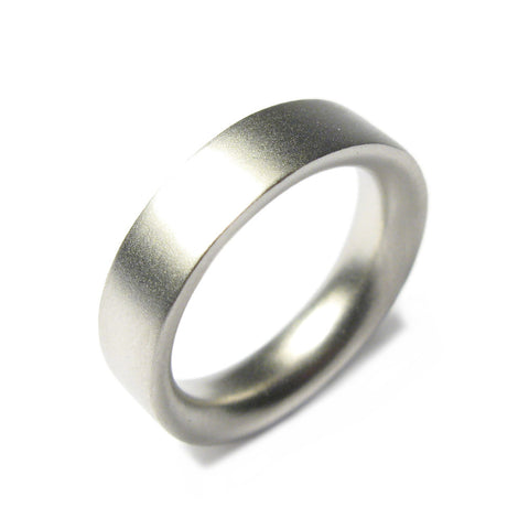 Platinum Reverse D Plain Ring