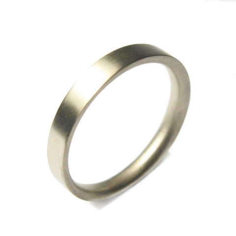 Plain 18ct White Gold Reverse D Ring