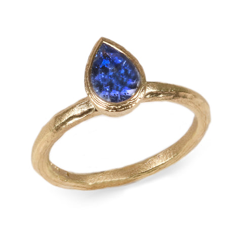 18ct Fairtrade yellow gold etched ring set with blue pear cut sapphire