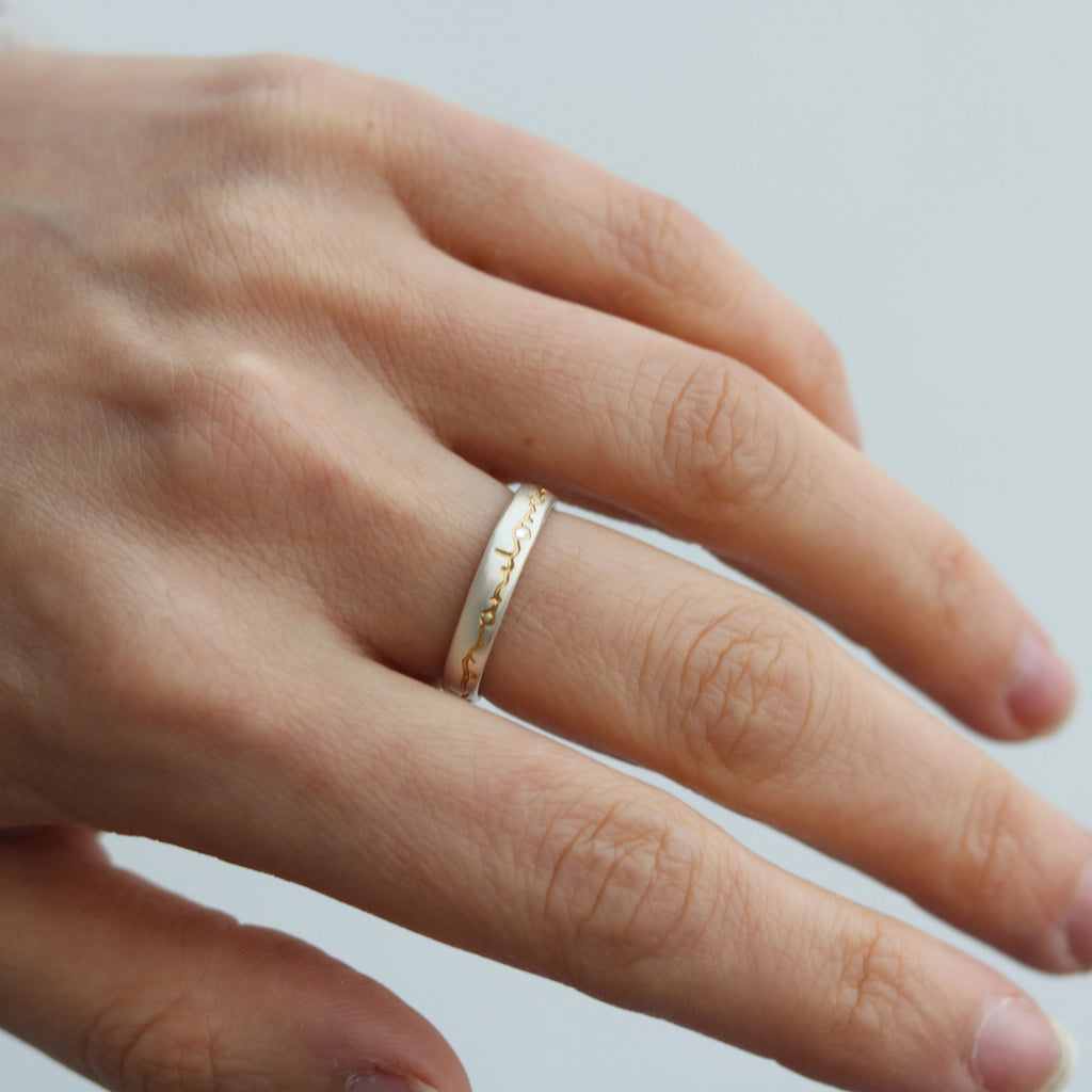 Narrow 'on and on' Silver Etched Ring