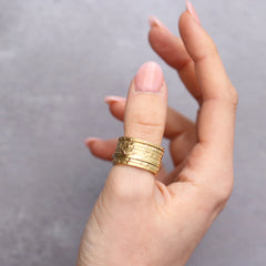 Fair Mind 18ct Yellow Gold 'One-Of-Kind' Eight Piece Etched Spinning Ring