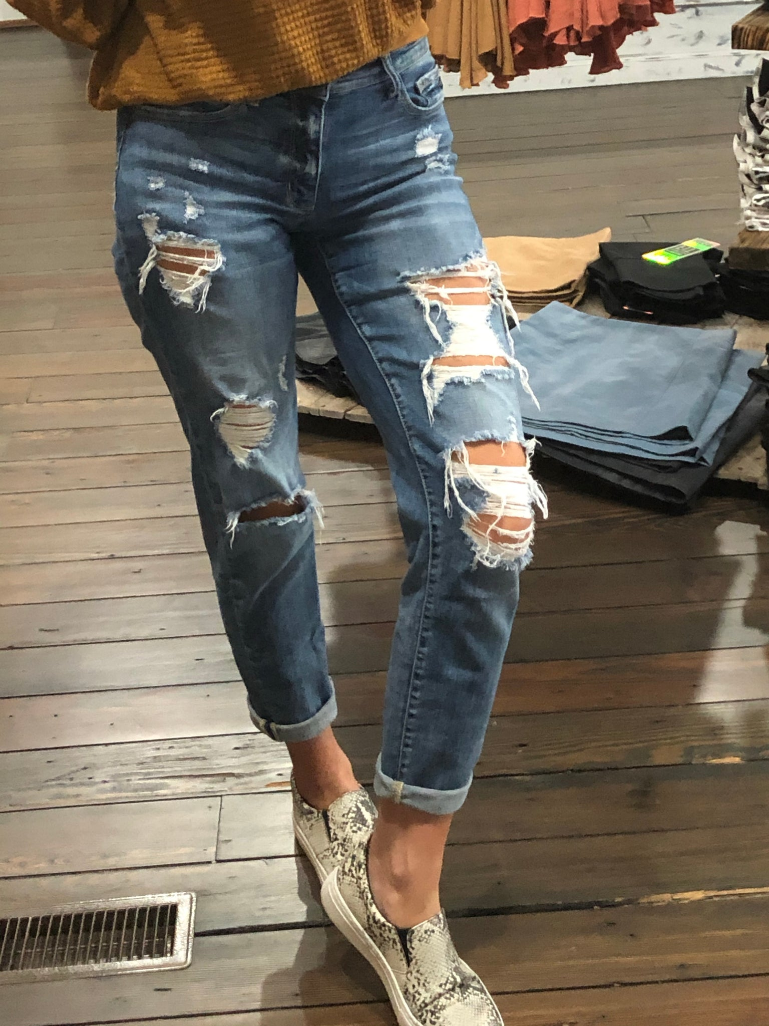 Boyfriend Fit Destroyed Jean