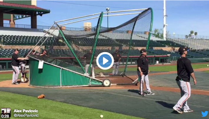 Watch Barry Bonds step into the cage and launch some dingers at Giants camp | Barry Bonds