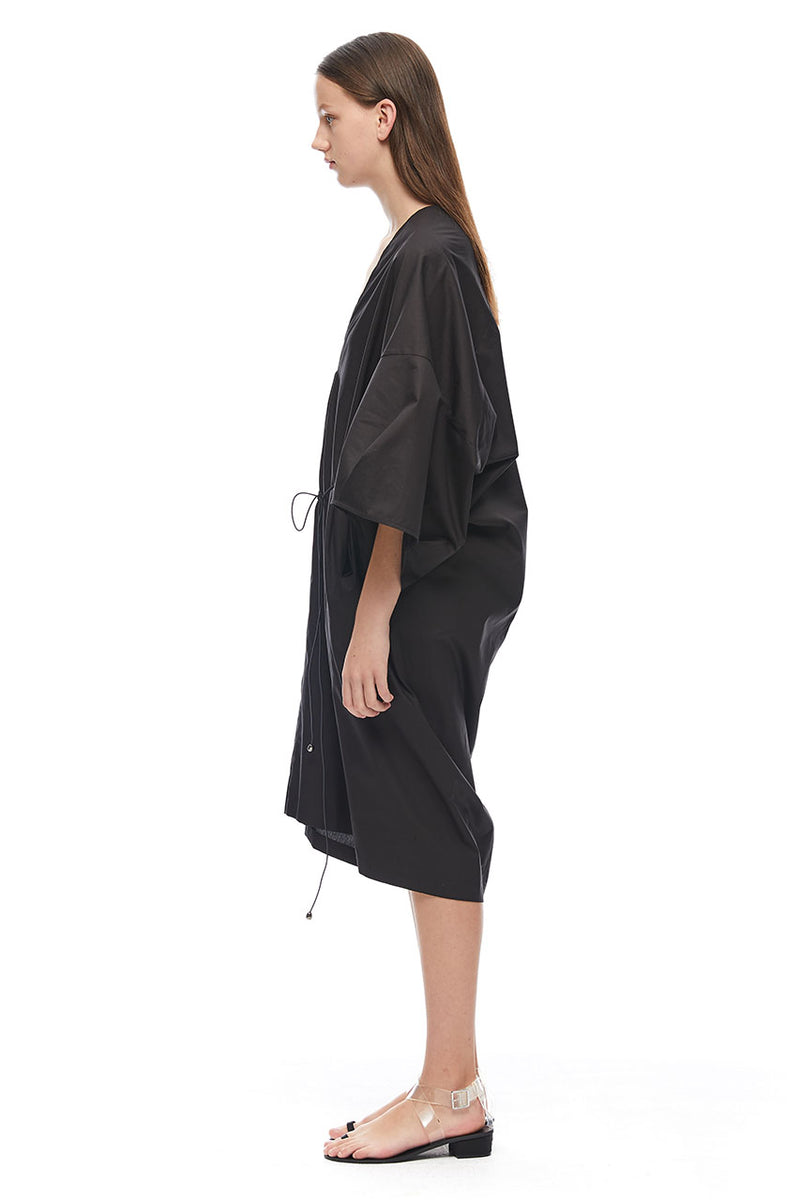 VOLUME SLEEVE V DRESS - BLACK