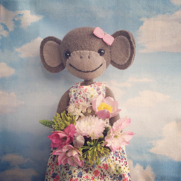 CR110 | Lovely Monkey with her beautiful posy.