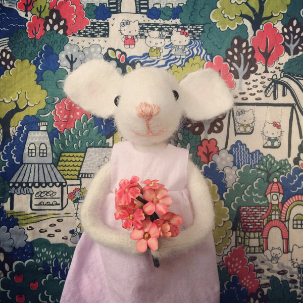 CR126 | Pretty Mouse with flowers