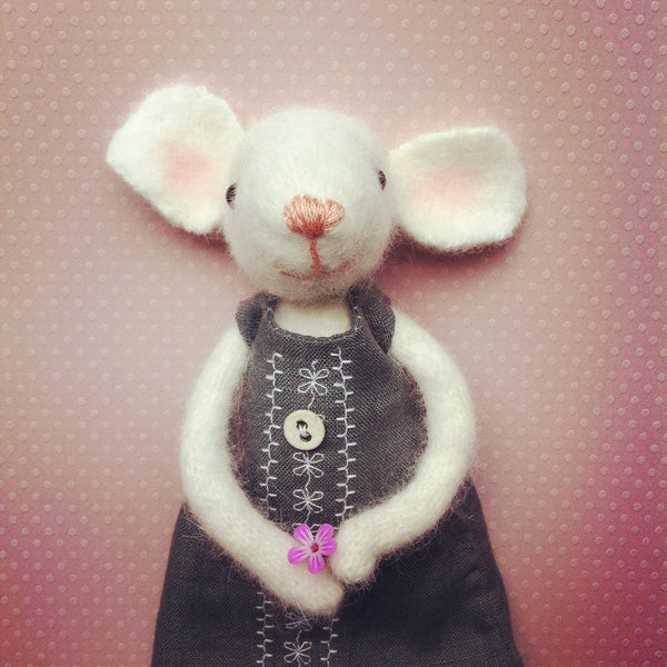 PR12 | Mouse with Flower