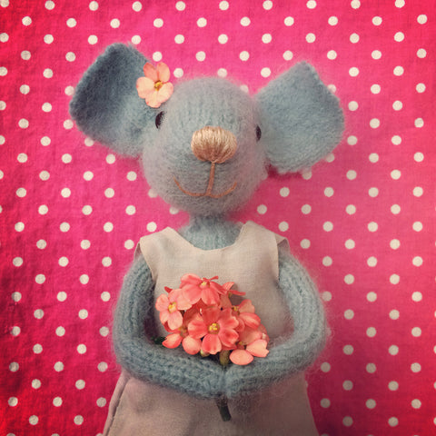 CR132 | Pretty Mouse with flowers