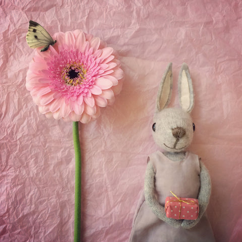 CR140 | Gorgeous Bunny & Flower
