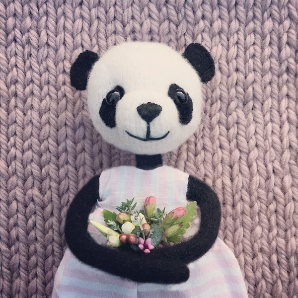 CR182 |MISS PANDA WITH HER BOUQUET