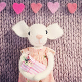 CR183 |MISS MOUSE WITH PRESSIE