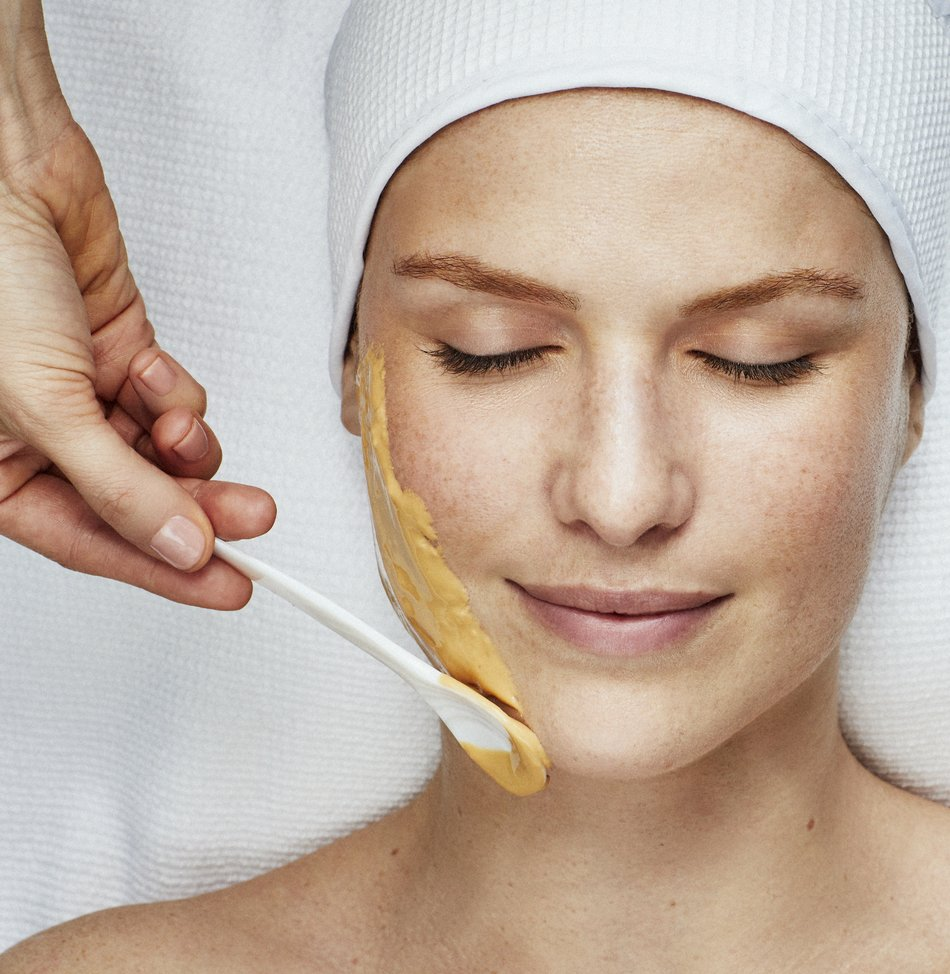 Manuka Honey Lifting and Firming Facial