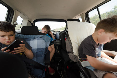 kids in car road trip