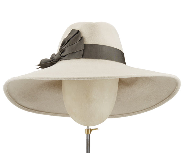 Jeremy Alabaster - hat designed by Louise Green - Rent The Races  - 1