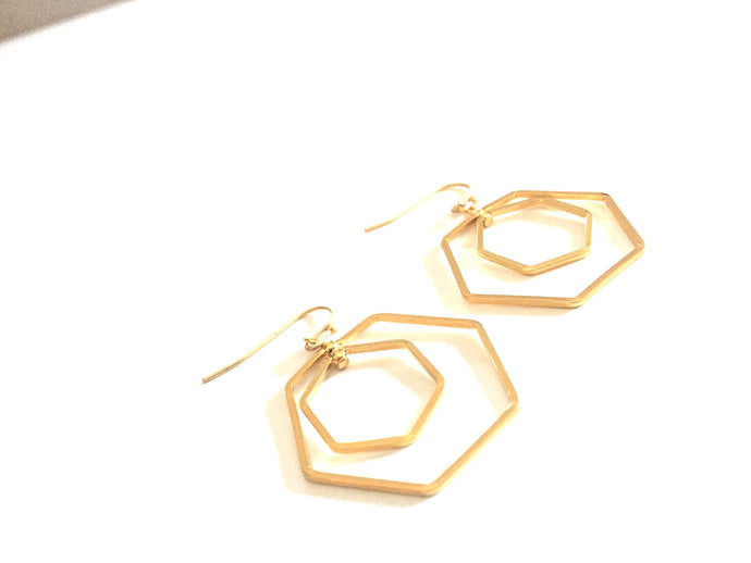 PENDIENTE GOLDEN HEXAGON