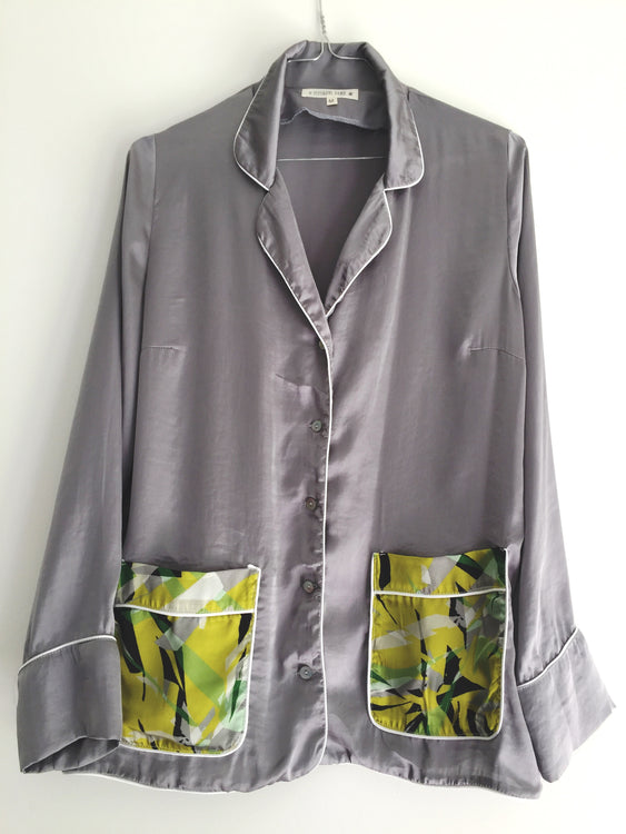 CAMISA PIJAMA COLOR GRIS CON BOLSILLO JUNGLE