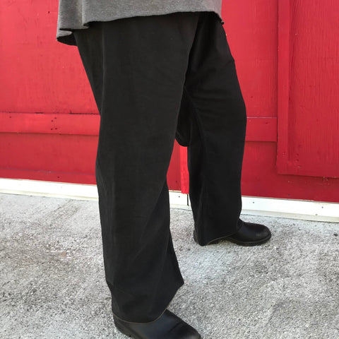 Black without Pockets, Regular Pantleg Bottoms and the usual Dark Brown Stitching