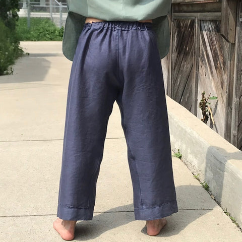 There is a short length of elastic inserted at the top of the backrise. This elastic, paired with the drawstring closure provides the pants with more stability than just simple drawstring closure. It also allows you to do up the pants once, and then pull them off again without undoing the drawstring.