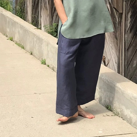 "Model is 5'5.5"" or 166cm. TOWN PANT Colour/Cut/Length: Steel Blue/Regular/Length 1 