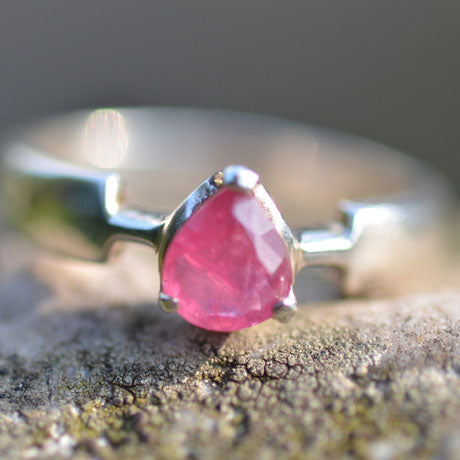 Ruby droplet shaped, faceted stone ring
