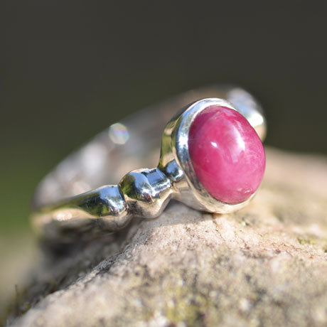 Ruby oval cabuchon ring