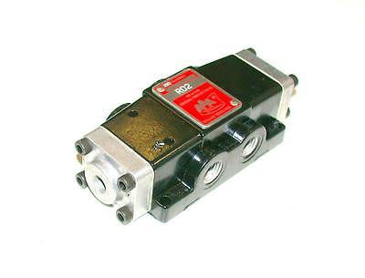 AAA PRODUCTS GENERAL PURPOSE PNEUMATIC VALVE 1/4 NPT MODEL RD2