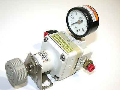 SMC PRECISION AIR REGULATOR WITH GAUGE IR2000-N02BG