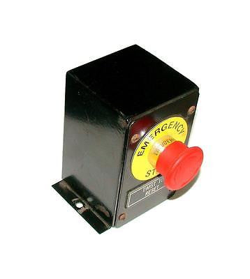 "TWIST EMERGENCY STOP  ENCLOSURE BOX  3"" X 3"" X 5"""