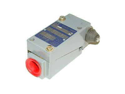 NEW SQUARE D HEAVY DUTY OIL TIGHT LIMIT SWITCH MODEL 9007B62G
