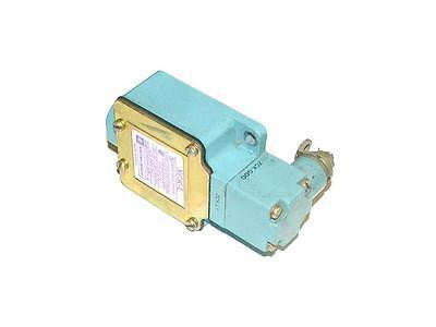 TELEMECANIQUE LIMIT SWITCH  10 AMP 380 VAC MODEL  XCK-L
