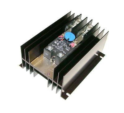 NEW CRYDOM SOLID STATE RELAY W/HEATSINK 75 AMP 480 VAC MODEL HD4875