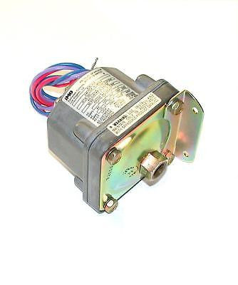 NEW BARKSDALE PRESSURE/VACUUM SWITCH   MODEL  D1H-H18  (2 AVAILABLE)