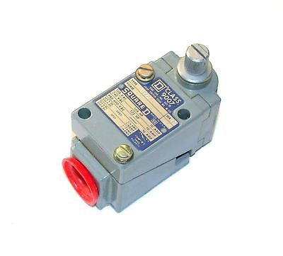 NEW SQUARE D LIMIT SWITCH 10 AMP  MODEL  9007-B52B  (3 AVAILABLE)