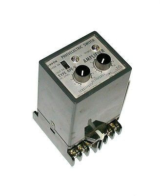 OMRON PHOTOELECTRIC AMPLIFIER  110/220 VAC  MODEL 0PE-V