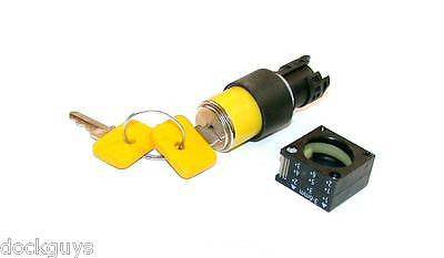 NEW SIEMENS YELLOW KEY OPERATED SWITCH MODEL 3SB3000-3AK01 (3 AVAILABLE)