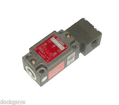NEW EUCHNER SAFETY SWITCH INTERLOCK 6 AMP 250 VAC MODEL NZ1VZ-528