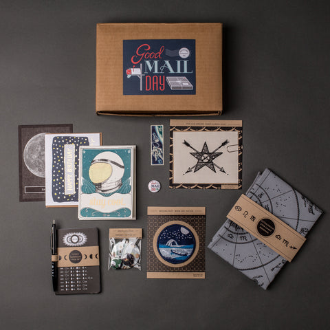 Good Mail Day Club - Moon and Stars Box