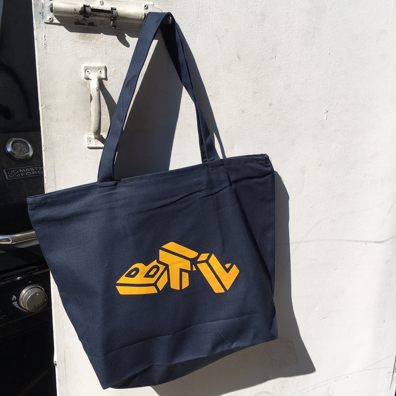 Blue Tile Lounge Tote Bag Laundry (Navy/Reflective Tiger Tail)