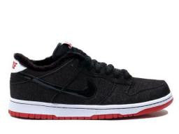 "Nike Dunk Low SB ""Larry Perkins"" Black/Black-Varsity Red"