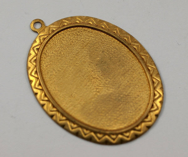 1 Vintage Raw Brass Oval Pendant Setting With 40x30 Mm Cameo Base