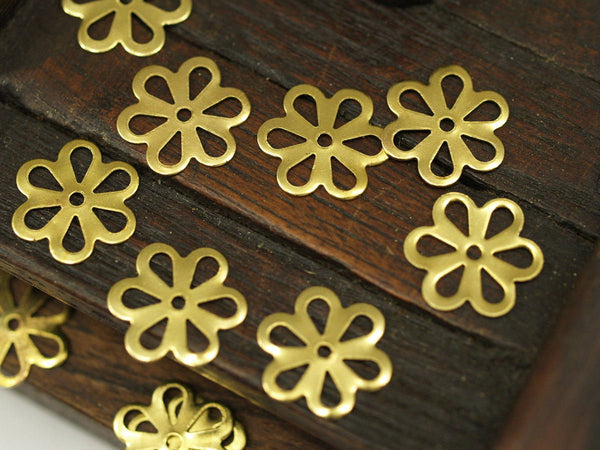 100 Pcs Raw Brass Flower, Charms, Findings (13 Mm) Brs 121 ( A0240 )