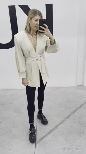 KLARA BLAZER IN OFF WHITE