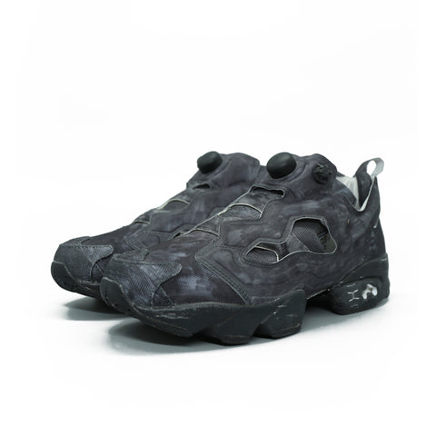 VETEMENTS 17AW X REEBOK WAH18RE1 BLACK NEOPRENE HIGHLIGHTED PUMP FURY SNEAKER