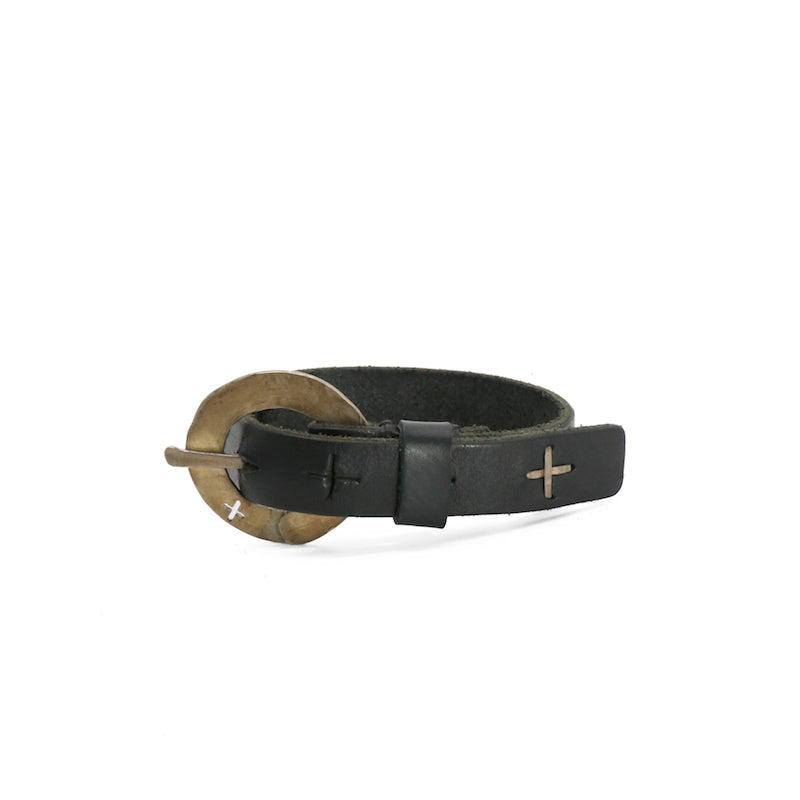 M.A+ A-FO1C1 O BUCKLED CROSS CUTS SKINNY WRISTBAND