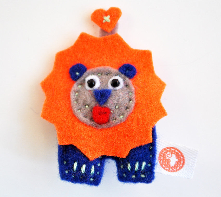 BUSHFELT BROOCH - LION