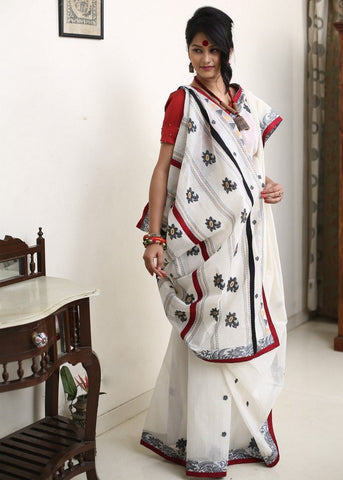 951680ab72288d Synonymous with traditional Bengali style, this is often seen during Durga  Puja in Bengali pandals. Enamored with it, our Bollywood celebrities have  also ...